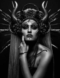 ideas hair art photography fantasy avant garde for 2019 Dark Fantasy Makeup, Gothic Fantasy Art, Fantasy Hair, Halloween Imagem, Mode Baroque, Bracelets Design, Fantasy Portraits, Maquillage Halloween, Dark Photography