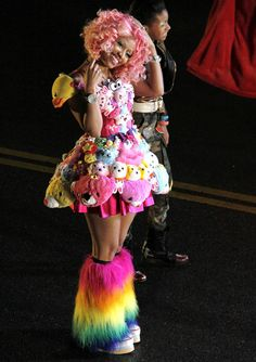 Nicki Minaj wears colourful teddy bear dress alongside Willow Smith for new music video Fireball Beyonce Nicki Minaj, Nicki Minja, Nicki Minaj Costume, Nicki Baby, Willow Smith, Nicki Minaj Pictures, Halloween Karneval, Hip Hop, Maquillage Halloween