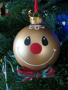It is winter and Christmas and New Year are coming soon. So, let's bring the winter on your Christmas tree, making interesting diy snowman ornaments. Gingerbread Crafts, Christmas Gingerbread, Noel Christmas, Christmas Baubles, Painted Christmas Ornaments, Handmade Ornaments, Handmade Christmas, Christmas Decorations, Snowman Ornaments