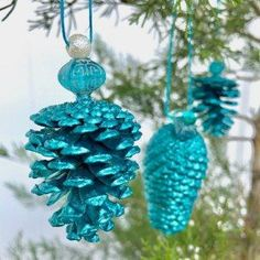 DIY Pinecone ornament. Easy to make and elegance fit for any tree.