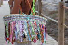 I´m ready to show you one of my nicest beach baskets for this summer! I have talked about this shop of Ibiza before, they Beach Basket, Diy Sac, Straw Handbags, Ibiza Fashion, Bohemian Accessories, Handmade Handbags, Fabric Bags, Purses And Bags, Estilo Boho