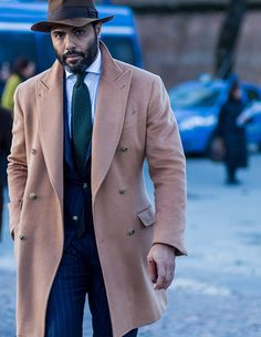 How to tie your tie - Pitti Uomo 89 - Angel Bespoke Mens Essentials, Fashion Essentials, Angel Bespoke, Gq, Tie Shoes, Suit And Tie, Well Dressed Men, Stylish Men, Mens Suits