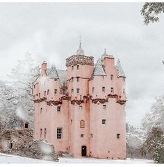 A Pink Castle Escape - Craigievar Castle in Aberdeenshire Scotland Castles, Scottish Castles, Beautiful Castles, Beautiful Places, Oh The Places You'll Go, Places To Visit, Pink Castle, Snow Castle, Pink Houses
