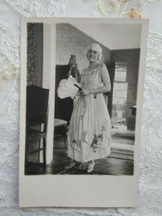 Vintage BW photo-postcard, lady in costume, wig, enterior cca. 1930s' Antique Photos, Old Photos, Vintage Photos, Scary Witch, Creepy Clown, Queen Photos, Girl Photos, Vintage Girls, Vintage 70s