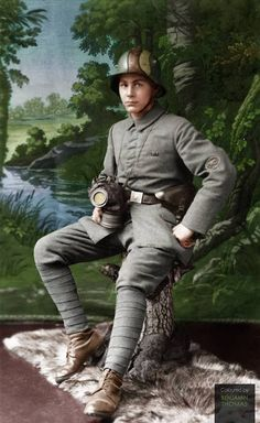 A German machine gunner by the name of August Brechtel poses for a portrait photograph sporting his late-Great War uniform. Ww1 History, World History, Military History, Triple Entente, World War One, First World, D Day Normandy, Ww1 Soldiers, German Uniforms