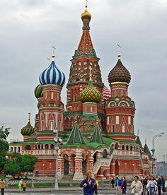 LA CATHÉDRALE BASILE-LE-BIENHEUREUX - Russie