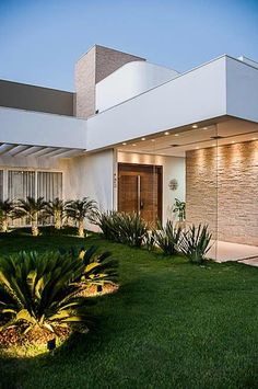 Exterior house contemporary simple 67 Ideas for 2019 Modern House Facades, Modern Architecture House, Bungalow House Design, Modern House Design, Mid Century Exterior, Exterior Remodel, House Entrance, Facade House, Home And Deco