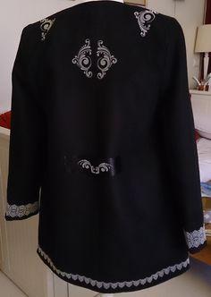 Manteau acheté et customisé avec le flex velours de chez ki-Sign. Dos du manteau