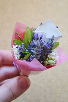 Mini bouquets - a cute gift idea that's quick, easy and cheap to make!