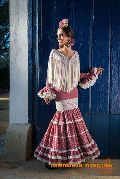 Spanish style – Mediterranean Home Decor Spanish Dress, Spanish Style, Boho Fashion, Vintage Fashion, Womens Fashion, Cuban Dress, Outfits For Spain, Flamenco Costume, Costumes Around The World