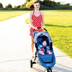 Una camminata di 30 minuti aiuta a smaltire il peso preso in gravidanza. Da fare con passeggino e piccoli campioni per divertirsi insieme!