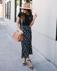 Aaron Floral Midi Skirt Source by smplyphmtstc midi skirt outfit Floral Skirt Outfits, Midi Skirt Outfit, Skirt Outfits Modest, Midi Skirts, Floral Dresses, Mode Outfits, Casual Outfits, Fashion Outfits, Second Hand Fashion