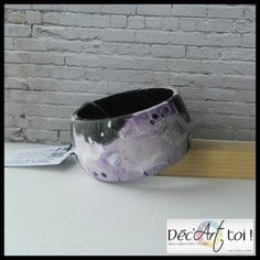 Bracelet de bois peint à la main  Motif peau de vache par DecArttoi, $27.00