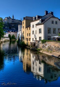 Discover the world through photos. Luxembourg, Mansions, World, House Styles, Home, Water, Manor Houses, Villas, Ad Home