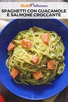 Gli SPAGHETTI CON GUACAMOLE E SALMONE CROCCANTE sono un primo piatto originale e saporito: gli spaghetti vengono arricchiti da un ricco condimento di salsa guacamole e da cubetti di salmone saltato a guoco vivo! #giallozafferano #pasta #spaghetti #italianfood #italianrecipe #fusioncuisine #guacamole #salmone #salmon [Italian spaghetti with guacamole and crispy salmon]