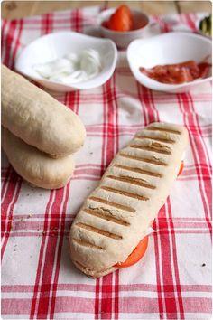"""Je n'ai qu'un seul souvenir de panini acheté sur Paris mais j'avais envie d'essayer la version """"home made"""".  À la sortie du four, les pains doivent ress"""