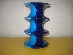 Vintage zweedse kandelaar pop van inger persson voor rörstrand 1969 prachtig blauw golvend glanzend gekleurde kandelaar van inger persson voor de zweedse firma rörstrand. De kandelaar komt uit de