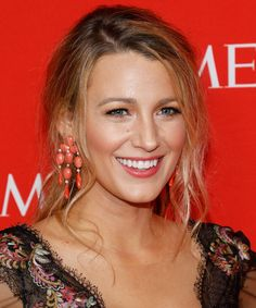 Blake Lively wore loose, boho waves to the 2017 Time 100 Gala in New York. Read all about the easy style you can recreate at home. Miranda Kerr, Alexa Chung, Gossip Girl, Blake Lively Hair Color, Celebrity Hairstyles, Cool Hairstyles, Short Hairstyle, Selena Gomez, Blake Lively Family