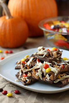 Halloween Candy Bark #desserts