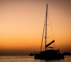 Cores do nascer do sol   #leandromarinofotografia #registrandomomentos #capturandoemocoes #instadaily #bestoftheday #picoftheday #photooftheday #fotododia #colors #lightslover #sunrise #seaview #sea #nascerdosol #vistadomar #barco #contraluz #againstlight #paqueta #riodejaneiro #rj #brasil #igers #igersrio #igersbrasil - http://ift.tt/1HQJd81