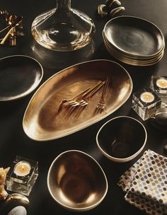 Casual, organically shaped stoneware platter gets a luxe lift from its sleek gold interior. Set your next party aglow with coordinating Lux bowls and appetizer plate.
