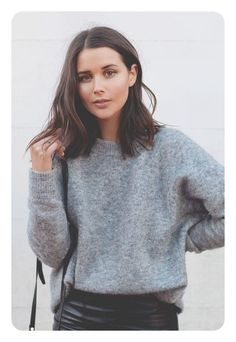 coupe cheveux femme mi long tendance look cut hair woman mid long trend look Mid Haircuts, Blunt Bob Hairstyles, Straight Hairstyles, Cut Hairstyles, Blunt Haircut Medium, Medium Haircuts, Mid Length Hairstyles, Side Part Hairstyles, Winter Hairstyles