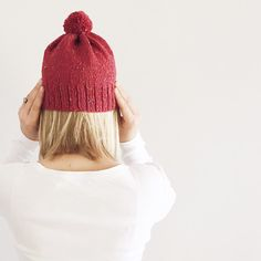 This knit hat is now available in my shop! ❤️ ❤️ ❤️ #verajaynefallcollection #verajayne