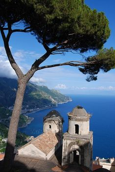 View top-quality stock photos of Gardens And Sea View Villa Rufolo Ravello Amalfi Coast Campania Italy. Beautiful Places To Visit, Oh The Places You'll Go, Wonderful Places, Places To Travel, Positano, Naples, Villas, Bella Vista, Costa