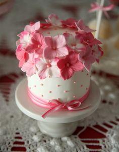 Pink Flowers Mini Cake