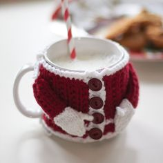 Been searching for Christmas crochet patterns free? These christmas crochet decorations are beautiful & free crochet patterns! A fab round up post of the best. Click through & see the rest of the christmas crochet patterns & start hooking! Crochet Mug Cozy, Crochet Gifts, Free Crochet, Cozy Knit, Crochet Hooks, Christmas Knitting Patterns, Knitting Patterns Free, Free Pattern, Free Knitting