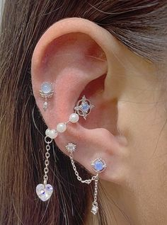 Jewelry Tattoo, Ear Jewelry, Cute Jewelry, Body Jewelry, Jewelery, Jewelry Accessories, Pretty Ear Piercings, Bling, Accesorios Casual