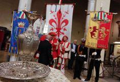 cerimonia annuale, nella ricorrenza della morte di Dante, per l'offerta dell'olio al sepolcro da parte del comune di Firenze