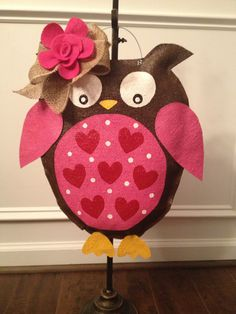 DIY: Burlap Owl Door Hanger « sanity amongst chaos Burlap Projects, Burlap Crafts, Craft Projects, Burlap Decorations, Burlap Wreaths, Craft Ideas, Sewing Projects, Burlap Door Hangings, Owl Door Hangers