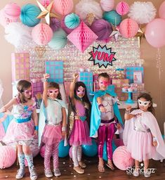 Don& forget coordinating costumes for the birthday girl and all her guests. Barbie Birthday, Barbie Party, Holi Party, Anniversaire Wonder Woman, Girl Superhero Party, Girl Superhero Costumes, Superhero Fancy Dress, Batgirl Party, Batman Party