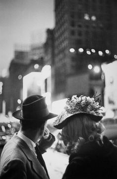 Louis Faurer. Times Square 1949 NY https://fansinaflashbulb.wordpress.com/2014/07/20/reflections-on-louis-faurer-2/