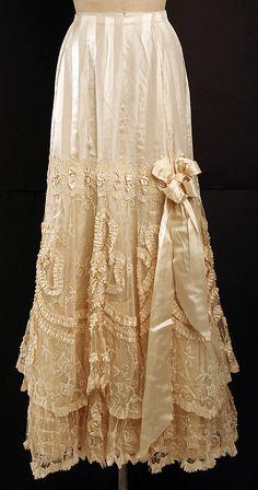 Petticoat  B. Altman & Co.  (American, 1865–1990)    Date:      ca. 1905  Culture:      French  Medium:      silk, linen