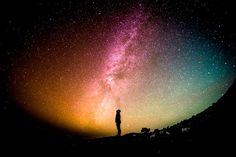 Soñar con el universo no suele ser habitual, aunque puede ser muy enriquecedor la experiencia de estar presente ante la imagen del mismo... Galaxy Wallpaper, Hd Wallpaper, Desktop Wallpapers, Silhouette Photography, Mental Training, Sistema Solar, Conscience, Wallpaper Free Download, Milky Way