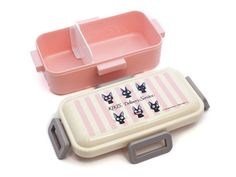 Leap back into the delightful world of Kiki's Delivery Service with this adorable series featuring Kiki's beloved cat, Jiji! Product Description Enjoy the many faces of Jiji on the pastel Jiji Stripes Side Lock Bento Box. This single tier bento has four side locks to secure your lunch from accidental leaks and spills! Bento And Co, Bento Box, Veggie Cups, Food Cutter, Totoro, Studio Ghibli, Organization Hacks, Locks, Delivery