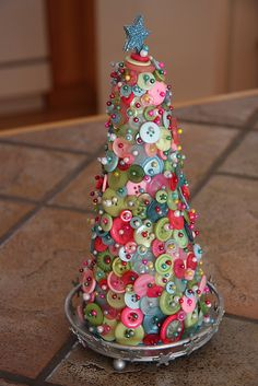 I adore this button tree! Not sure if I want to make it with colorful buttons like this, OR an all green button tree with different color pins. Noel Christmas, All Things Christmas, Winter Christmas, Vintage Christmas, Christmas Ornaments, Christmas Buttons, Handmade Christmas Crafts, Christmas Projects, Holiday Crafts