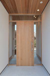 有限会社 克工務店 - 施工事例 Main Entrance Door, House Entrance, Entry Doors, Pivot Doors, Style At Home, Door Design, House Design, Modern Front Door, Mid Century House