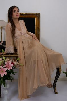 Designer negligee or robe, Longchamp designed and made to order in France by Liliana Casanova. Complete your luxury nightwear set with this sumptuous robe. Lingerie Sleepwear, Nightwear, Nylons, Liliana, Pretty Bras, Golden Age Of Hollywood, Bridesmaid Dresses, Wedding Dresses, Night Gown
