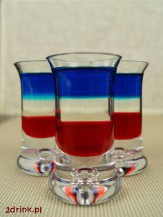 Kolorowy, trójwarstwowy shot w kolorach flagi amerykańskiej albo francuskiej. Blue Curacao, Irish Cream, Smoothie Drinks, American Flag, Shot Glass, Shots, Food And Drink, Tableware, Impreza