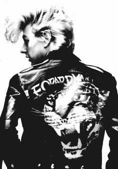Bryan Setzer of the Stray Cats. big ass #pompadour
