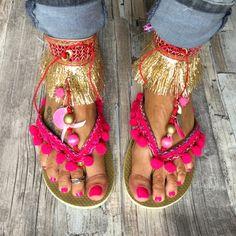 Gouden Ibiza slippers met roze versieringen