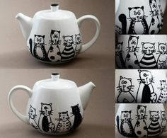 Cats family hand painted porcelain teapot by NvardYerkanian, €30.67