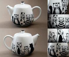 Cats family hand painted porcelain teapot by NvardYerkanian, €30.67