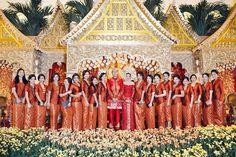 Autumn Themed Sunda and Minang Wedding - History Of Textile, Jack Daniels Fudge, Indonesian Wedding, Yellow And Brown, Traditional Wedding, Wedding Inspiration, Wedding Ideas, Dream Wedding