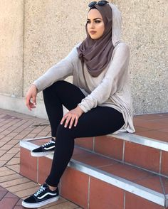 How to wear Hijab with workout outfit here we bring cute ideas. Hijab show women dignity now it beco Modern Hijab Fashion, Muslim Women Fashion, Islamic Fashion, Hijab Anime, Hijab Wedding, Hijab Abaya, Hijab Style Tutorial, Modele Hijab, Hijab Look