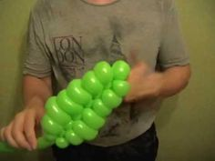 Rowan of balloons - twisting tutorial (Subtitles) Balloon Flowers, Balloon Bouquet, Balloon Decorations, Flower Decorations, Balloon Ideas, Balloon Stands, Balloon Modelling, Happy Birthday Balloons, Balloon Animals
