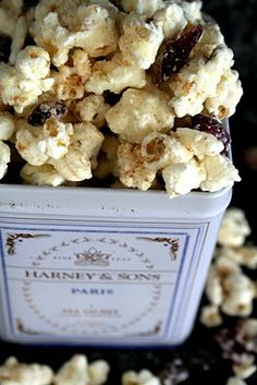 """Wintery White Chocolate Cranberry Popcorn - There's something about sweet and salty together that makes your taste buds go """"ooh-ee!"""""""